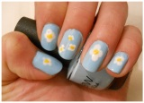 Daisies manicure